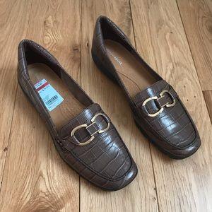 Easy Spirit Avienta shoes